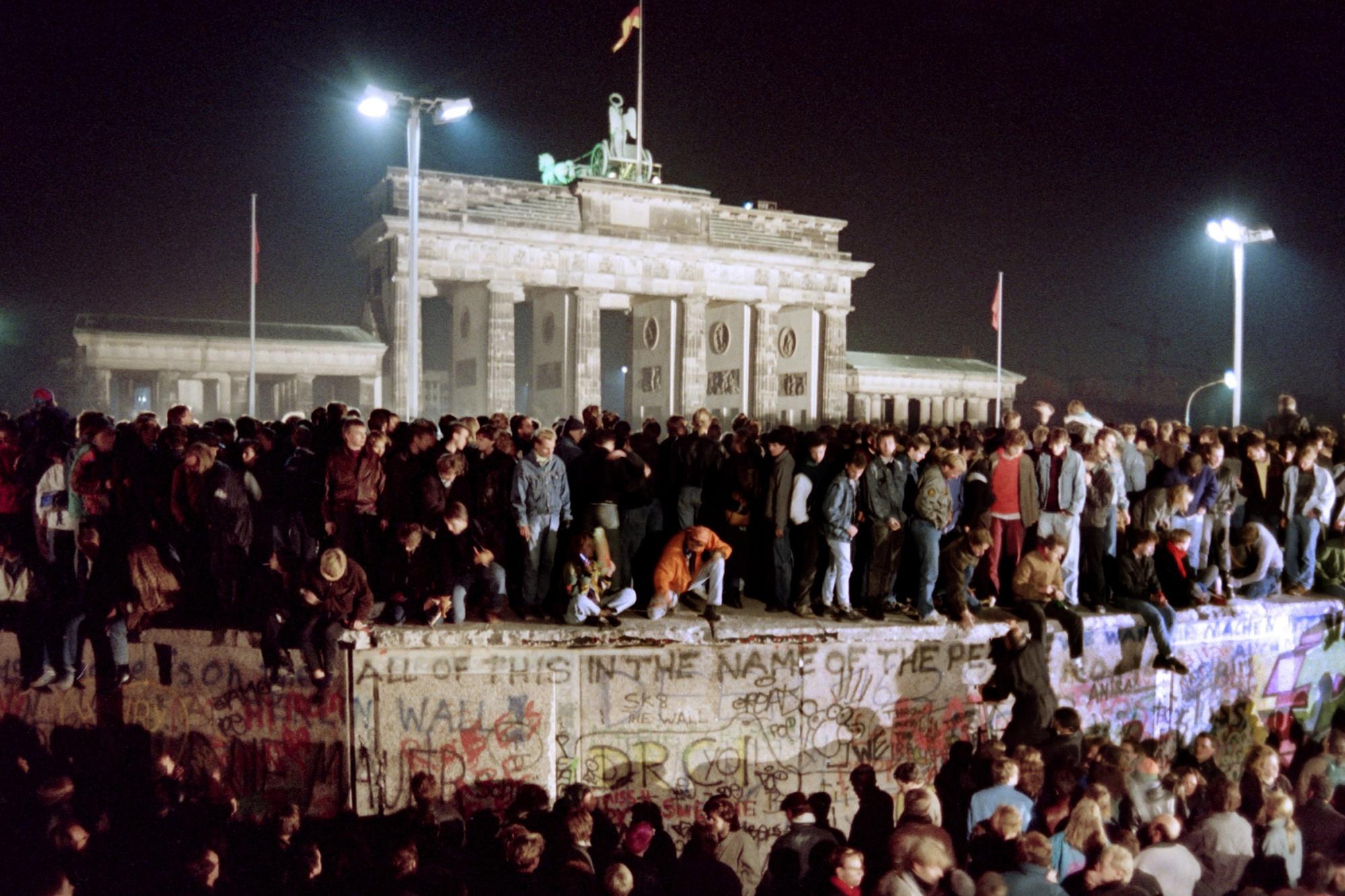 Germany - Berlin Wall - Society