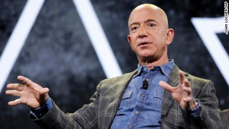 Jeff Bezos vliegt de ruimte in.  Hier is alles wat je moet weten