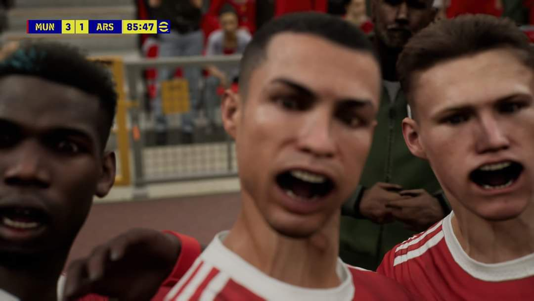 De mond van Cristiano Ronaldo scheef in een gebrekkige screenshot van eFootball